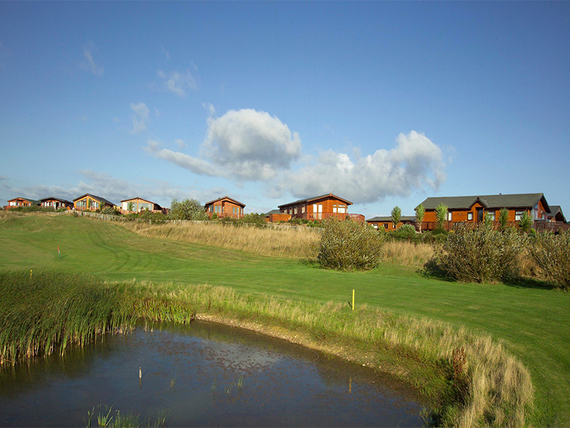We provide doorstep golf and offer all-inclusive golf packages in lodge accommodation adjacent to the golf course.